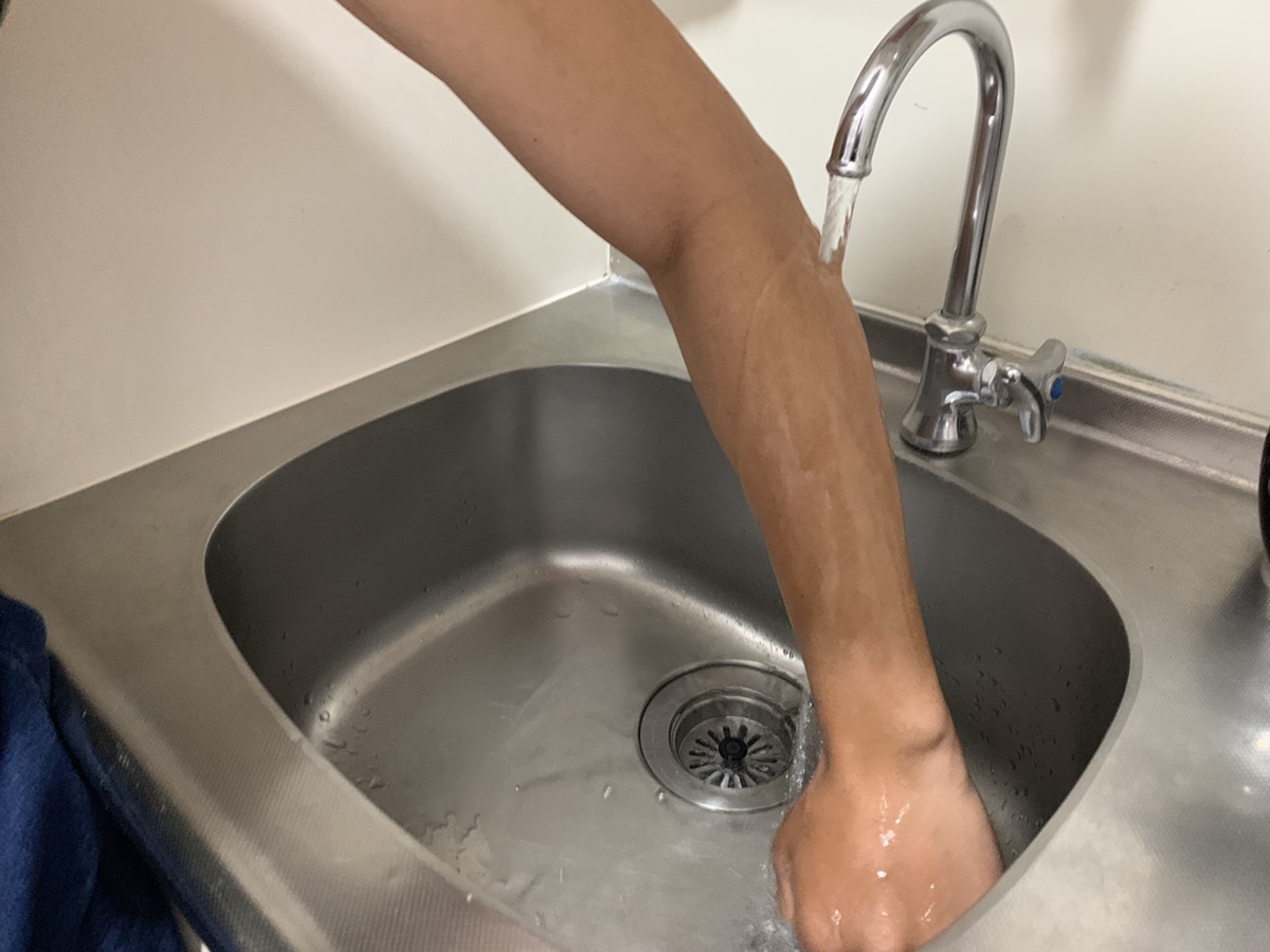 脱毛クリームを洗い流す